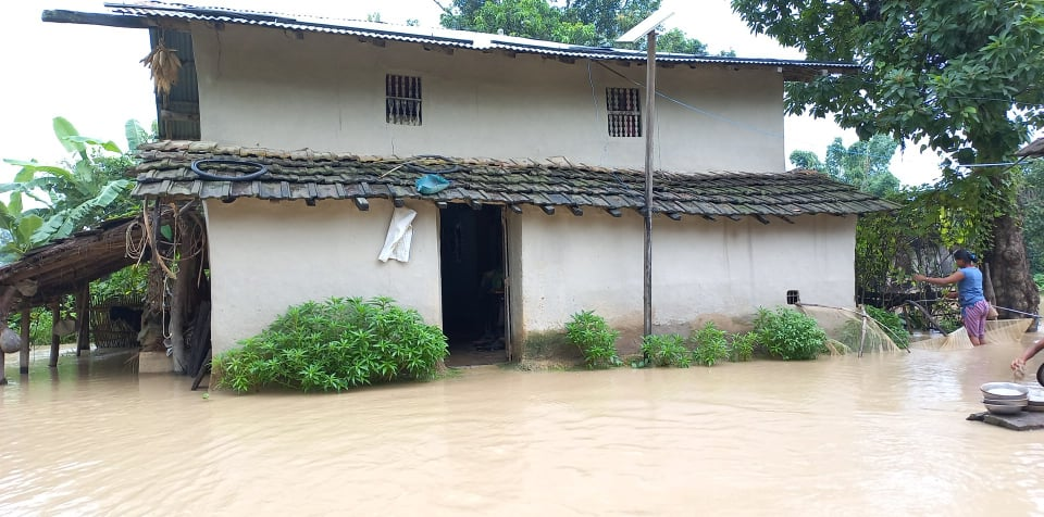 कटैनी नदिको बाढीले छटकपुर बसन्ता गाउँ जलमग्न
