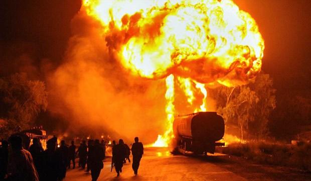 तेलको पाइप विस्फोट हुँदा ५० जनाको मृत्यु